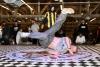 Spektakuläre Tricks auf dem Tanzparkett: Wettbewerbe der Breakdancer in Halle