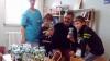 Ein Weihnachtsgruß für kleine Patienten: AOK verteilt Kuscheltiere und unterstützt die Klinikclowns